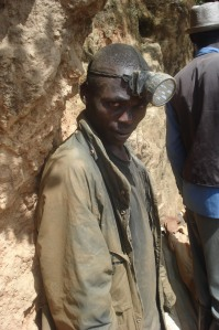 05 Wollschlaeger Informeller Schürfer Nyabibwe